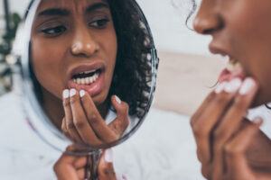 Examine-Teeth-Mirror